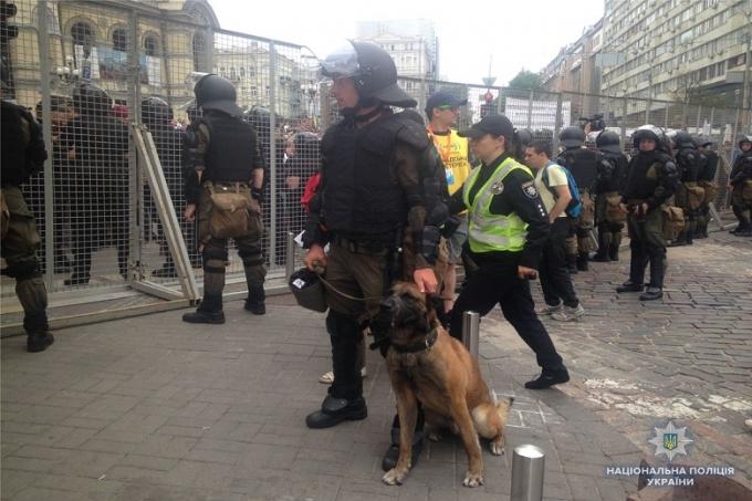 В Киеве проходит Марш равенства: противники акции устраивают столкновения с полицией, много задержанных (1)