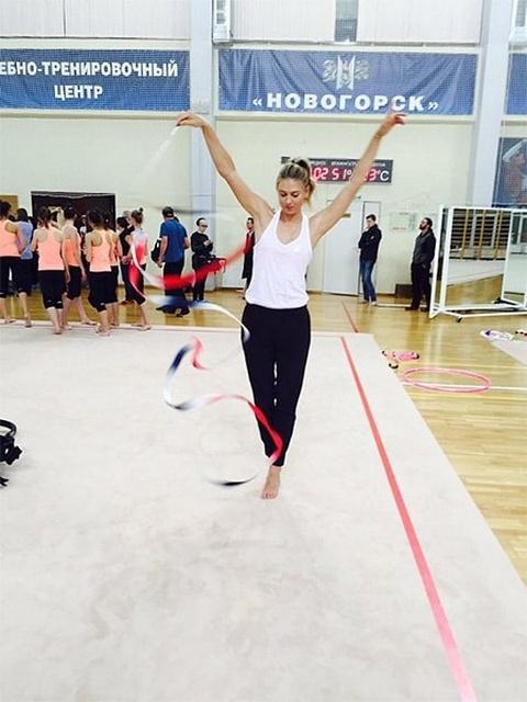 Мария Шарапова занялась гимнастикой (1)