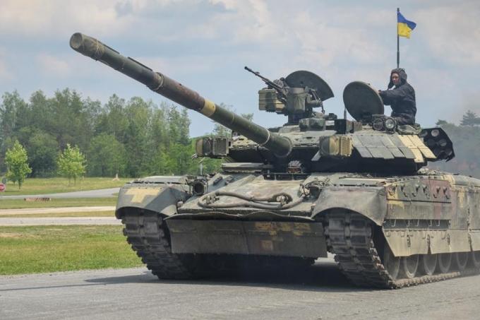 Шведські танкісти високо оцінили досвід ЗСУ в боях на Донбасі: опубліковані фото і відео (1)