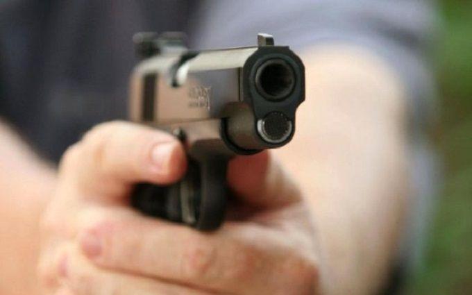 У Рівному сталася стрілянина біля міської лікарні: з'явилися фото