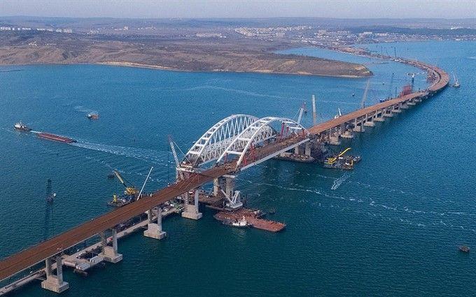 На Крымский мост пустили первую машину: опубликовано видео