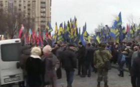 """У Києві """"Правий сектор"""" і """"Свобода"""" вийшли на марш: з'явилося відео"""
