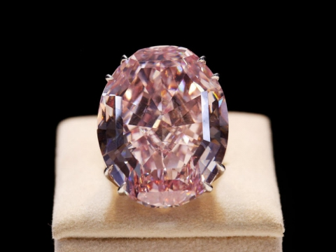 9 самых дорогих бриллиантов, которые были проданы на аукционах (10 фото) (10)
