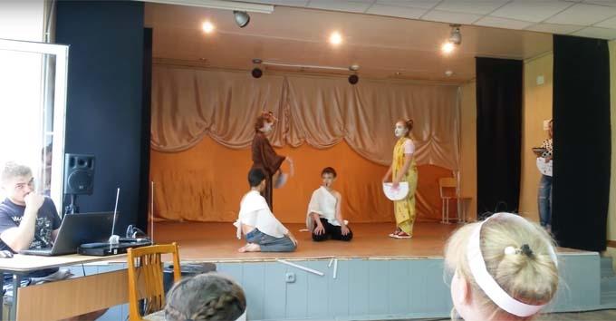 Повернемо Аляску: мережу вразило відео зі шкільного спектаклю в Росії