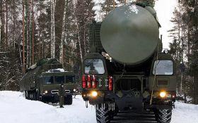 Росія стягує потужну зброю до кордонів України: опубліковано відео