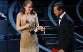 Девушки выбирают золото: яркие фото нарядов c церемонии Оскар-2017