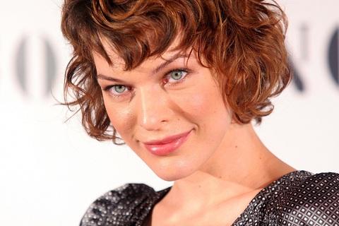 Мила Йовович спела на украинском