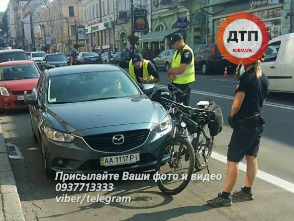 У Києві сталася ДТП зі вразливою дівчиною і копами: з'явилося фото (1)