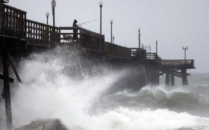 Калифорнию охватил мощнейший шторм: заливает целые районы, отменяются рейсы