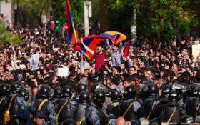 Протести у Вірменії: в Єревані майже повністю припинено рух