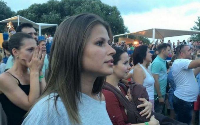 """Зірка """"лабутенів"""" запалила на концерті Шнура: опубліковано відео"""