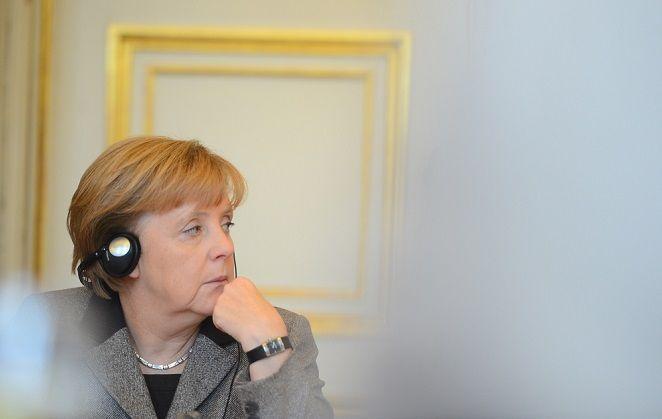 Щедрая душа: Трамп швырял Меркель конфеты на саммите G7