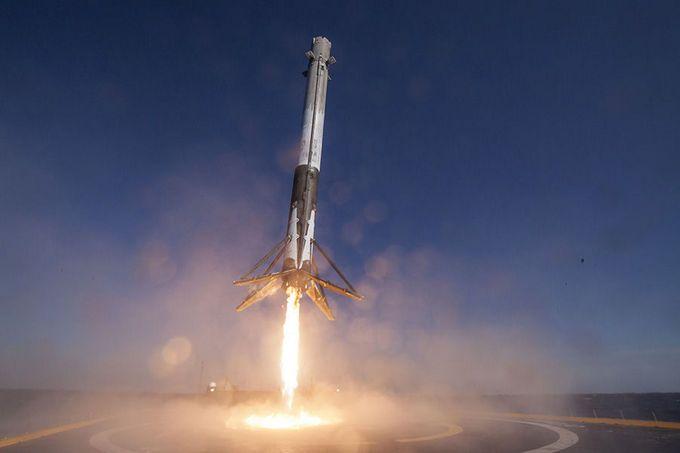 SpaceX запустила Falcon 9 з супутниками на борту у космос: захоплююче відео