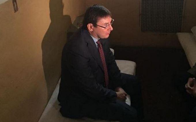 Луценко відвідав камеру, в якій сидів: опубліковані фото