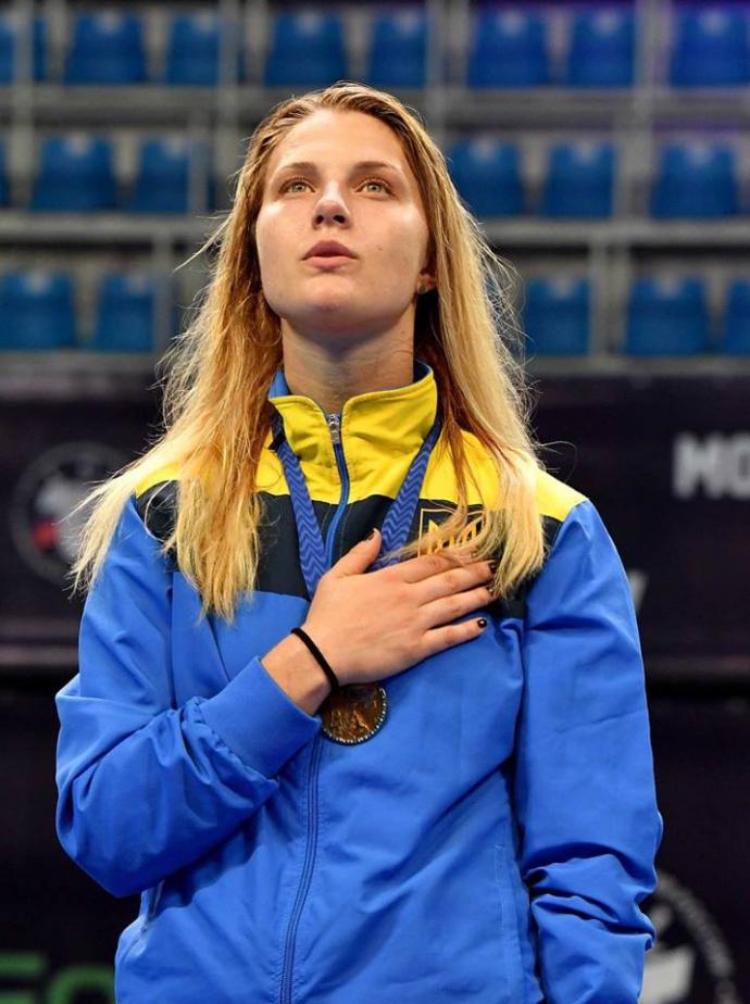 Знаменита чемпіонка розповіла, за якої умови може виїхати з України (1)