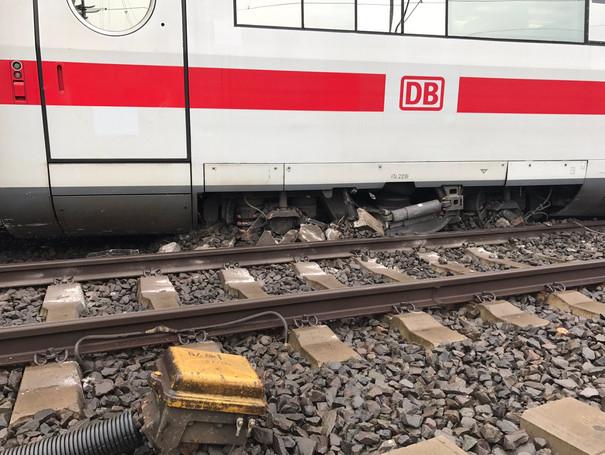 У Німеччині сталася аварія із швидкісним потягом: з'явилися фото (1)