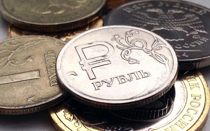 Рубль снова резко упал