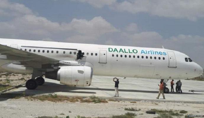 В сети появилось видео взрыва на борту сомалийского самолета