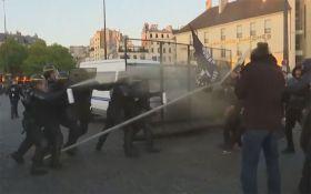 Выборы во Франции: в Париже задержаны почти 150 протестующих, появилось видео