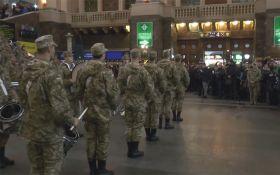 Украинцы в восторге от выступления военных на киевском вокзале: опубликовано видео