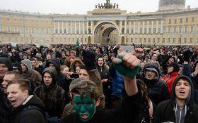 По всій Росії підлітків опрацьовують через мітинги: з'явилося відео