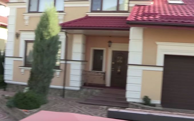 ЗМІ дізналися про розкішні будинки великого армійського чину: з'явилося відео