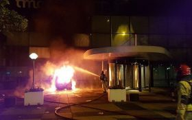 У Нідерландах здійснена потужна атака на офіс найбільшої газети країни: опубліковані фото і відео