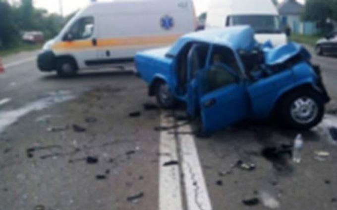 Під Києвом сталася серйозна ДТП, є загиблі і поранені: з'явилися фото