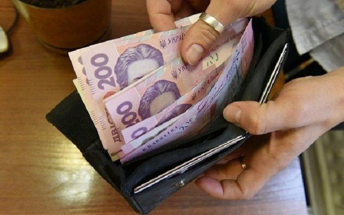 В правительстве обсуждают повышение уровня минимальной заработной платы
