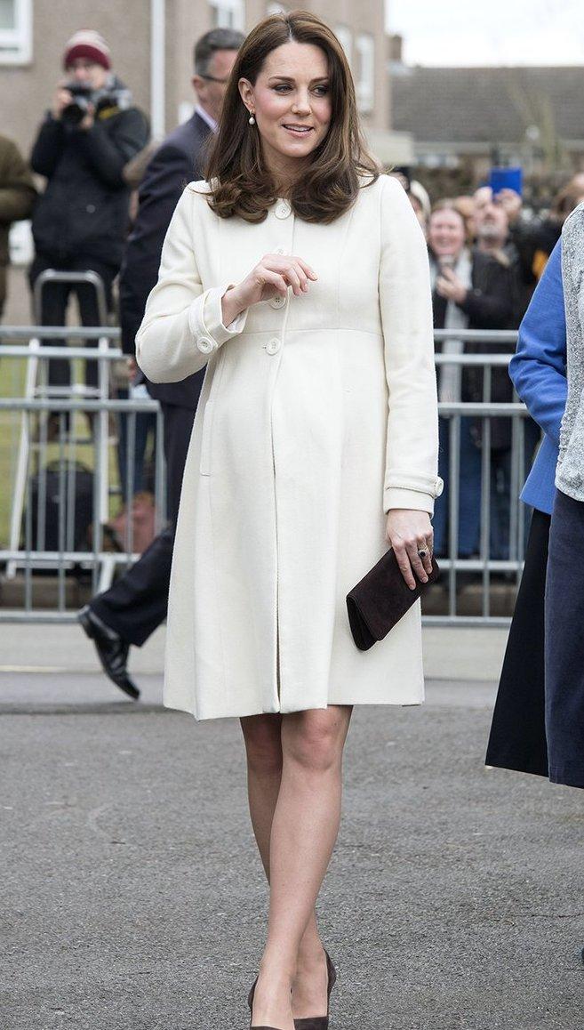 Беременная Кейт Миддлтон очаровала сеть бюджетным нарядом: появились фото и видео (1)
