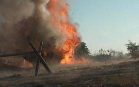 Точний удар ЗСУ: в мережі показали видовищне відео повного знищення позиції бойовиків на Донбасі