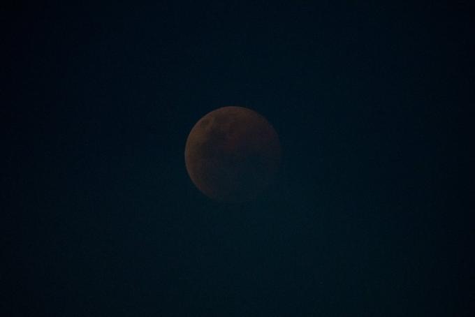 Кровавую Луну сняли из космоса: появились новые яркие фото самого продолжительного затмения (1)