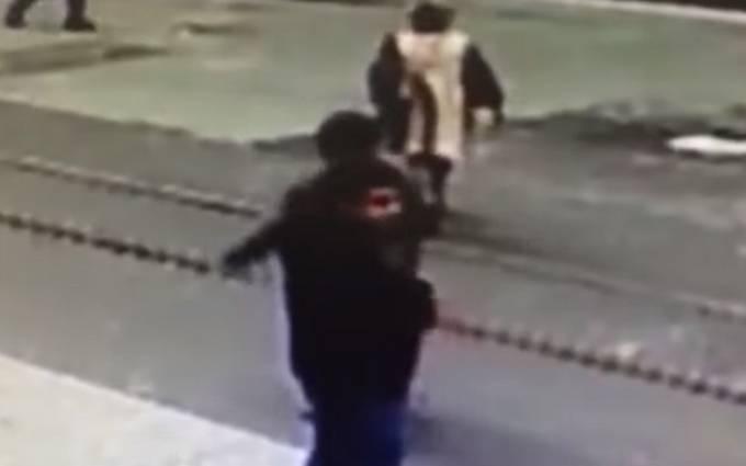 Последние секунды жизни террориста из Стамбула: появилось новое видео взрыва