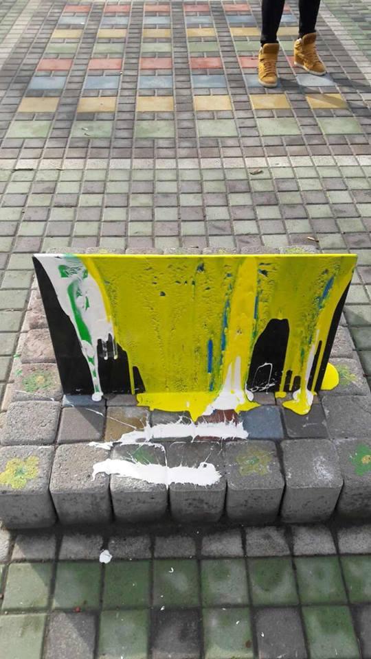 В Киеве надругались над памятником бойцам АТО: опубликованы фото (1)