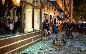 Під час сутичок в парламенті Македонії постраждали 77 людей, депутатів визволяв спецназ