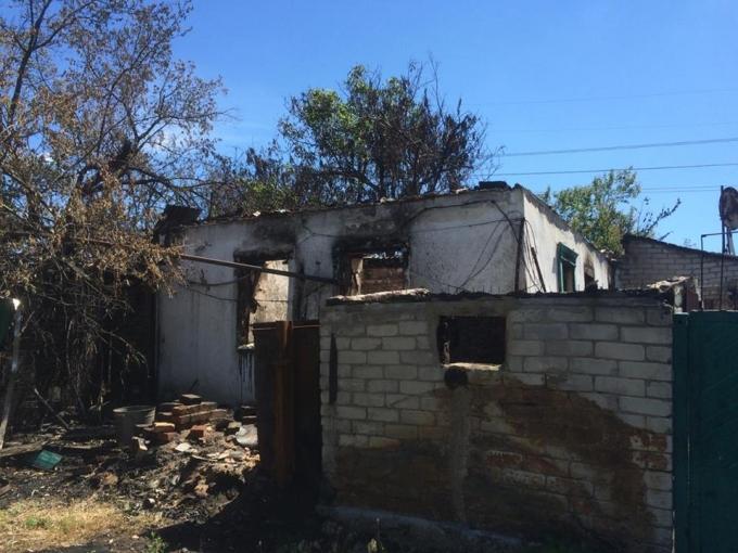 Бойовики повністю знищують звільнене Південне: в мережі показали жахливі наслідки обстрілів (1)
