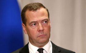 """Новий """"травневий указ"""" Путіна: Медведєв назвав космічну цифру на його виконання"""