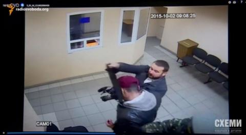 Журналісти дізналися зарплати в СБУ і зняли авто співробітників (5 фото, відео) (5)