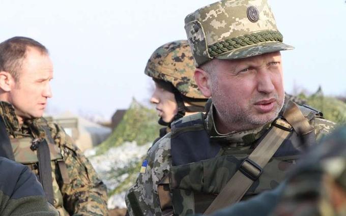 Через загострення на Донбасі Турчинов рвонув в зону АТО: з'явилися подробиці