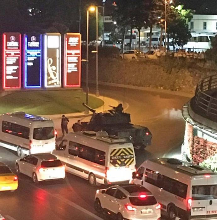 Провальний військовий переворот в Туреччині: хроніка подій, подробиці, найяскравіші фото та відео (23)