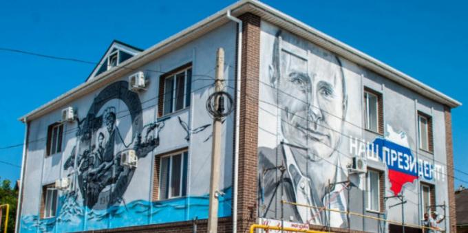 Будинок з портретом Путіна розбирають в Севастополі за рішенням суду (1)