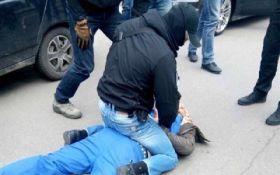 Крупный полицейский чин в Киеве пойман на взятке: опубликованы фото