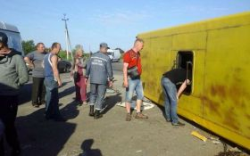 На Запоріжжі в ДТП із маршрутками постраждали понад 30 людей: фото з місця аварії
