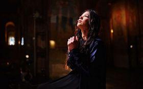 """""""Отче наш"""": известная украинская певица записала мощный клип на песню-молитву"""