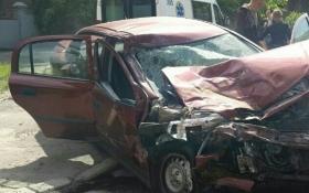 В Киеве авто влетело в маршрутку и вспыхнуло, есть пострадавшие: появились фото