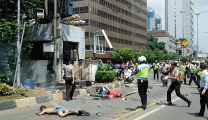 Столицю Індонезії струснули вибухи і стрілянина