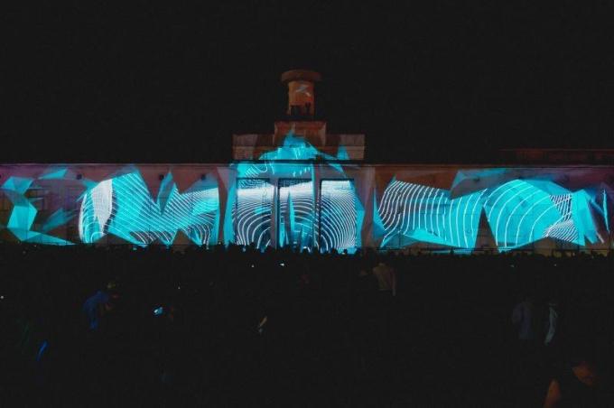 В Киеве открылся международный световой фестиваль: опубликованы зрелищные фото и видео (5)