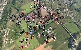 В Україні жінки-парашутистки встановили нові світові рекорди: опубліковані видовищні відео