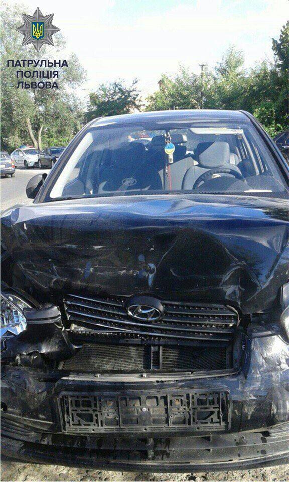 У Львові нетверезий водій збив патрульного і під час гонитви влаштував ще одне ДТП: опубліковані фото (1)