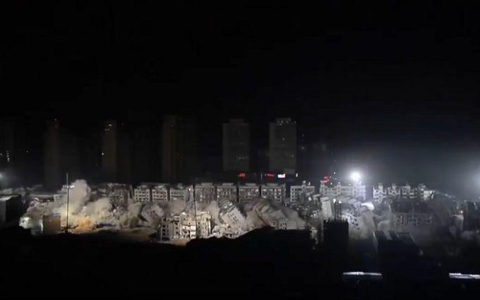В КНР задесять секунд снесли 19 зданий